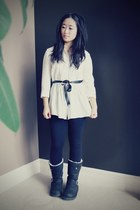 white Forever 21 blouse - black buckle Uggs boots - black Gap leggings