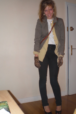 Vila jacket - Grandmas old sweater - Vintage Fripe star blouse - H&M jeans - Bou