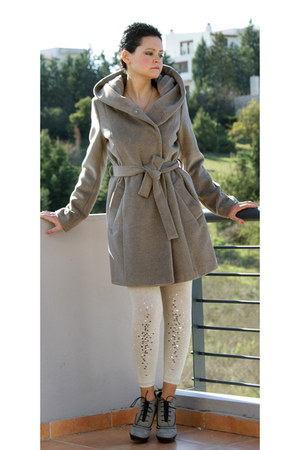 suede TODs boots - Gerald Darel coat - Max Mara tights
