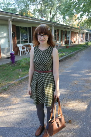 green vintage dress - brown thrifted purse - brown vintage shoes