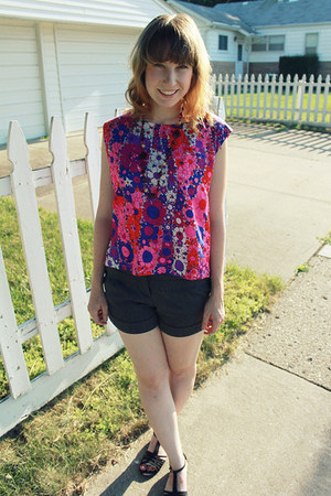 hot pink floral vintage shirt - gray Forever 21 shorts