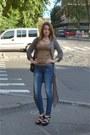 Bershka-jeans-taijl-waill-top-cardigan-jessica-simpson-heels