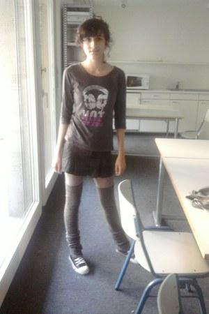 puce top - puce falke stockings - charcoal gray tartan c&a skirt