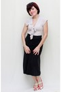 Black-vintage-skirt-white-liquid-top-red-two-lips-heels