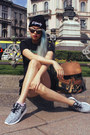 Black-dignitycloth-hat-dark-green-pinegoods-bag-black-zara-shorts