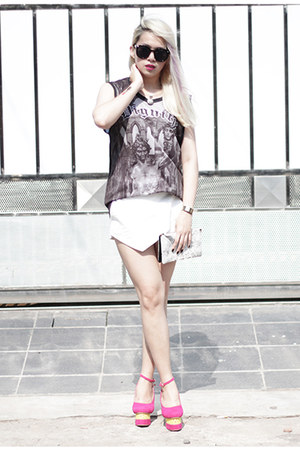 white Zara shorts - dark gray dignitycloth top
