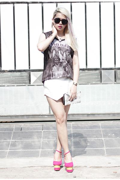 white Zara shorts - dark gray dignitycloth top