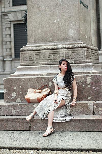 beige snakes print Zara dress - camel canapa Prada bag