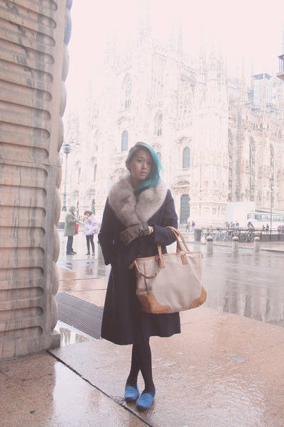 navy fur  wool warm vintage coat - tan Prada bag