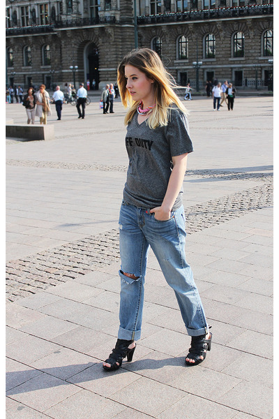 Levis jeans - DIY t-shirt - DinSko sandals