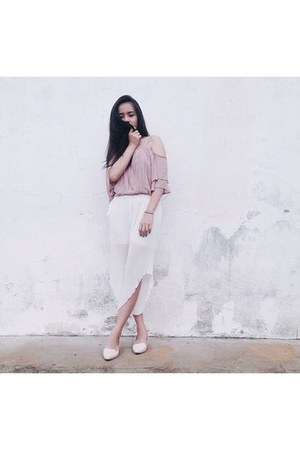 light pink blouse - white chiffon pleats pants - white leather heels