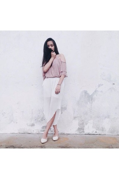 light pink blouse - white chiffon pleats pants - white leather heels