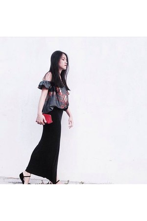 black elastic skirt - red leather coach bag - black silk top