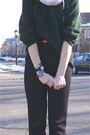White-scarf-green-jcrew-sweater-black-banana-republic-pants-black-steven-