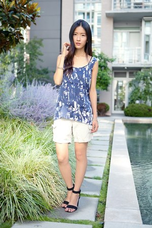 white Uniqlo shorts - blue Club Monaco top - black Zara sandals