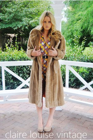 brown faux fur vintage coat - beige biege Payless wedges - yellow yellow vintage