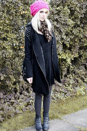hat - boots - coat