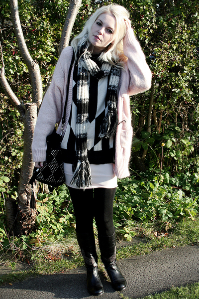 H&M swimwear - H&M sweater - dior homme scarf - Friis & Co boots