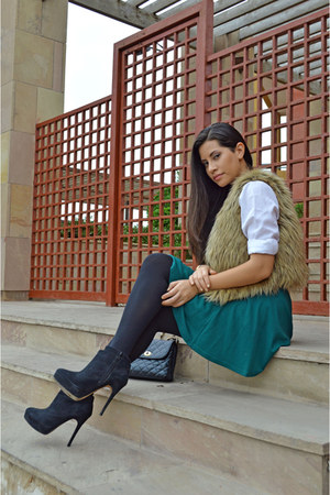 green H&M skirt - black Zara boots - white blouse
