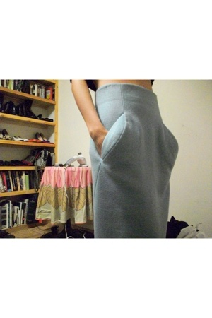 The mysterious skirt.