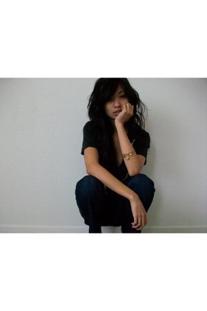 Urban Outfitters t-shirt - Alex & Ani bracelet - Anlo jeans