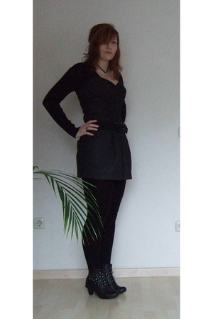gray dress - black shoes - black tights