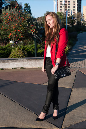 red boyfriend Rickis blazer - black Rickis jeans - black quilted Dailylook bag