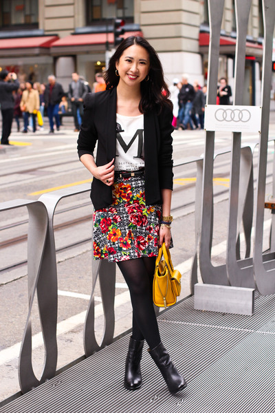 ruby red printed Target skirt - black Zigi Soho boots