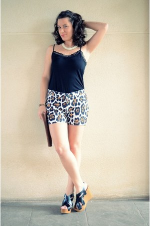black Vero Moda shorts - black Marypaz heels