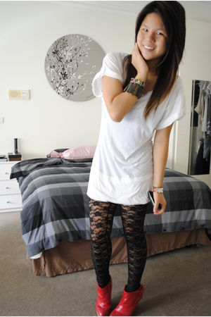 white Country Road top - black leggings - red thrifted shoes - brown thrifted ac