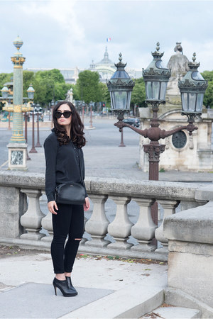 black everlane blouse