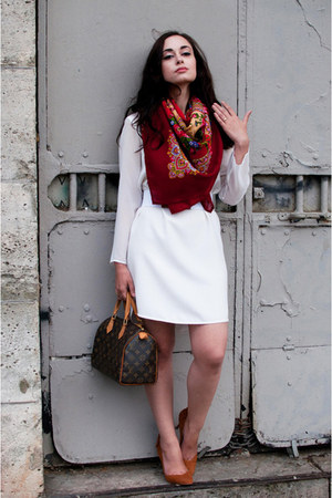 ruby red comtesse sofia scarf