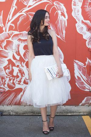 white Boohoo skirt