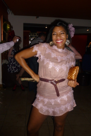 pink Betsy and Lolacom dress - brown Betsyand Lolacom belt - gold H&M accessorie