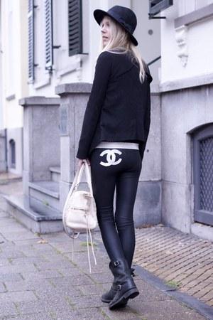 black DIY leggings - black Frye boots - black H&M hat