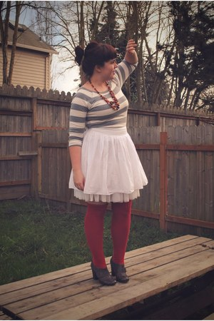 red Sock Dreams socks - white Gap skirt - heather gray Gap t-shirt