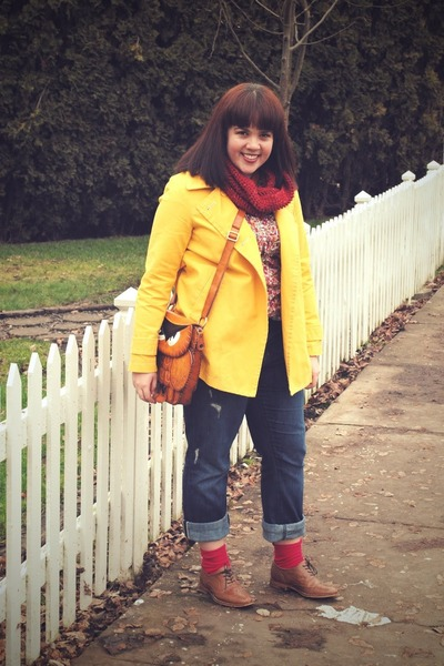 yellow jacket - red handmade scarf - red We Love Colors socks