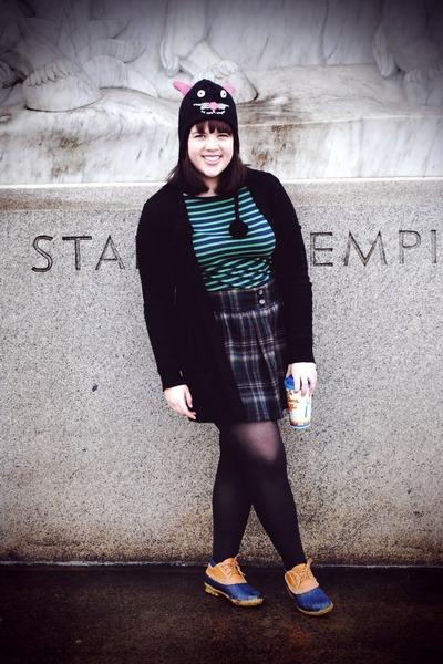 navy LL Bean boots - black KITTY hat - dark green Gap skirt