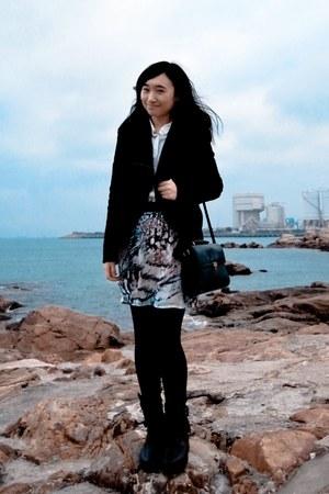 white H&M shirt - snake print Stradivarius shirt - green vintage bag Zara bag