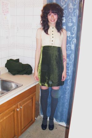 green vintage dress - gray le chateau socks - black vintage shoes