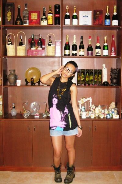 Topshop top - shorts - doc martens boots - bijoux de lou necklace - Bazaar acces