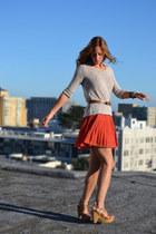 tan platform Lucky Brand sandals - beige Urban Outfitters sweatshirt