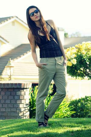 black free people top - beige Urban Outfitters pants - brown vintage purse - bla