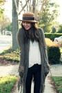 Black-vintage-boots-black-sold-design-lab-jeans-camel-vintage-hat-eggshell
