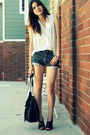 White-crossroads-top-black-levis-shorts-black-crossroads-shoes-black-jigsa