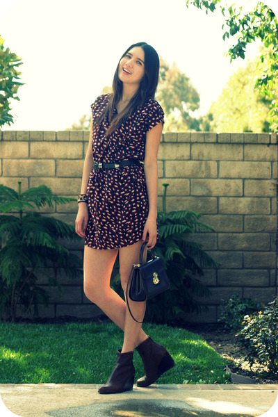 red Old Navy dress - black vintage belt - brown stuart weitzman shoes - brown Bu