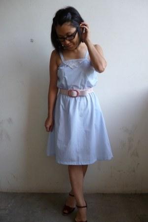 light blue unknown dress - light pink unknown belt - crimson Bandolino heels