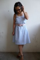 light blue unknown dress - light pink unknown belt - crimson Bandolino heels