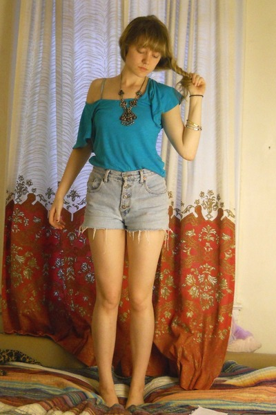 turquoise blue shirt - blue shorts - silver indian necklace