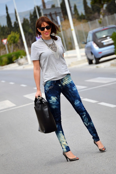 diy tie-dye BLANCO jeans - calvin klein t-shirt